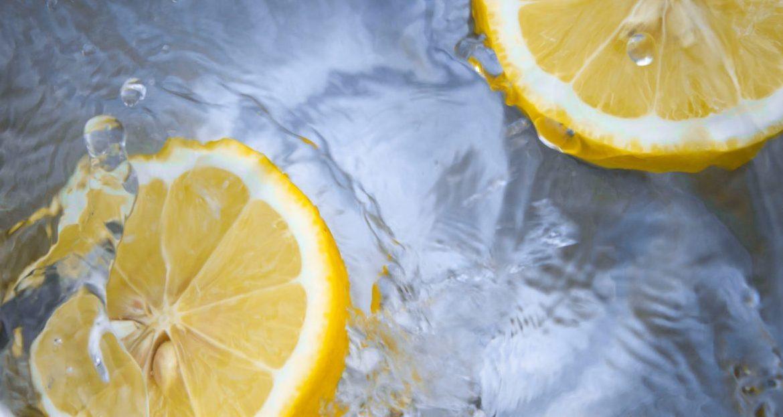 zacznij dzień od wody z cytryną